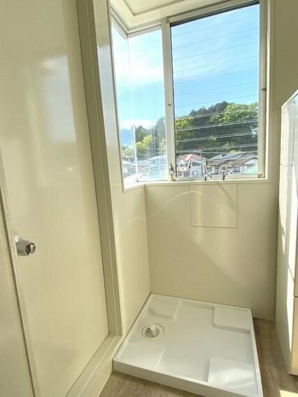 現況写真 キッチン横に洗濯機置場と勝手口で家事動線確保!