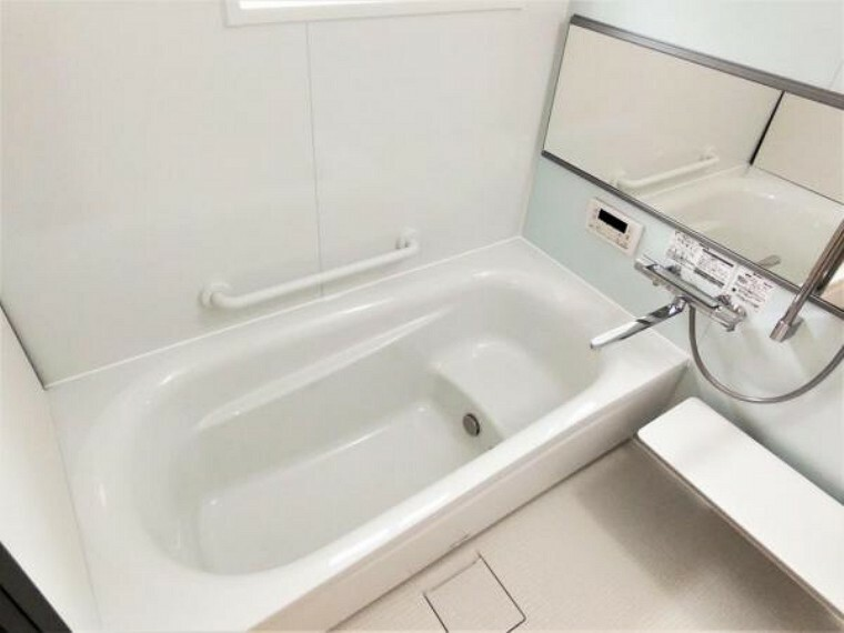 浴室 【6/19撮影 浴室】浴室はTOTO製の新品のユニットバスに交換しました。足を伸ばせる1坪サイズの広々とした浴槽で、1日の疲れをゆっくり癒すことができますよ。