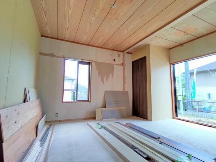 【リフォーム中写真】1階南東側7.75帖洋室 和室だったおへやを使い勝手を考えて洋室に間取変更します。二面採光で窓からの風通しの良いお部屋です。