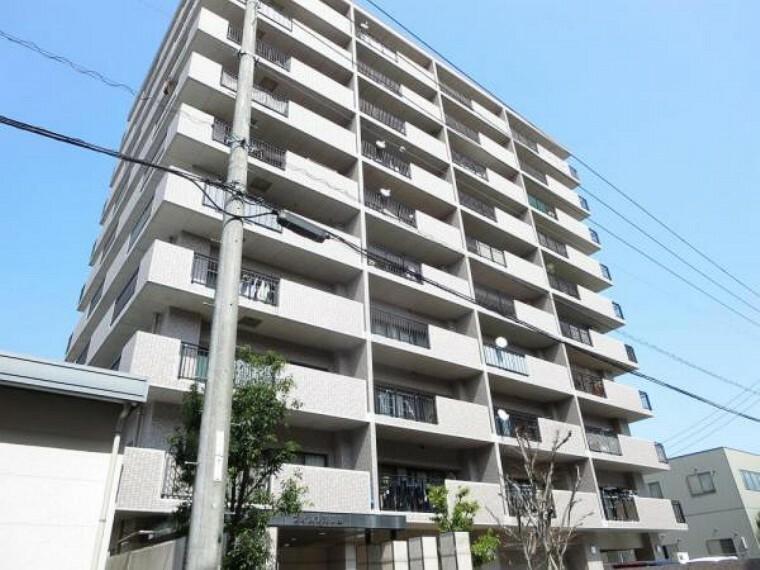 外観写真 南側外観です。RC造10階建ての4階です。近所にはスーパー(320m)があり普段のお買い物にも便利です。