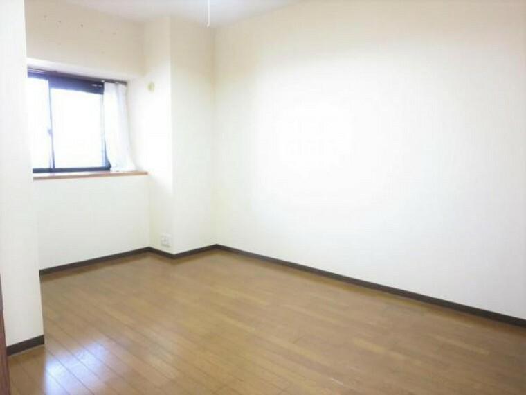5.25帖の洋室です。寝室にいかがでしょうか。