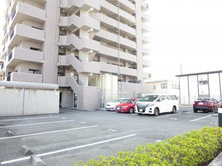 駐車場 敷地内駐車場です。車止めもあり、駐車時も安心です。