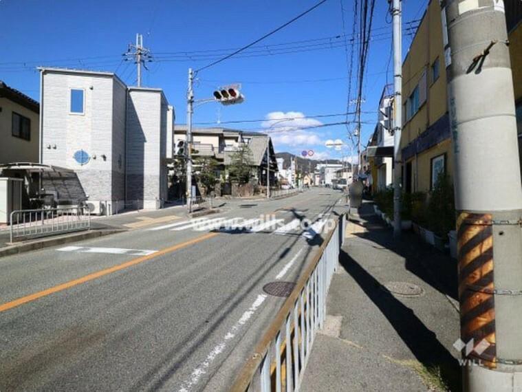 現況写真 物件の北西側前面道路(南西側から)[平成30年11月3日撮影]