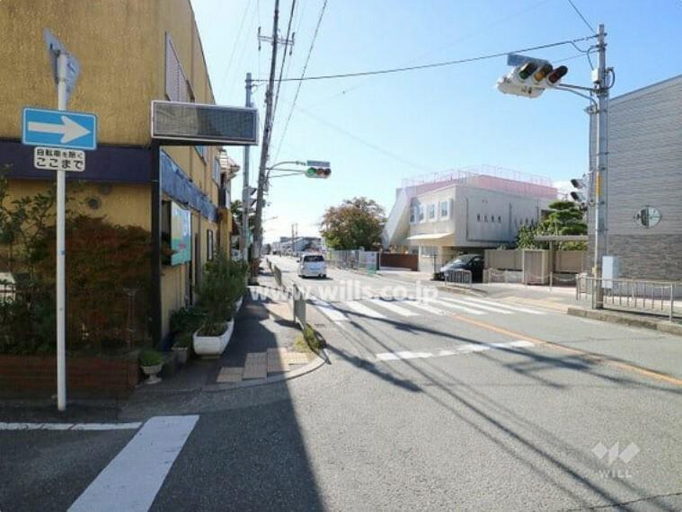 現況写真 物件の北西側前面道路(北東側から)[平成30年11月3日撮影]