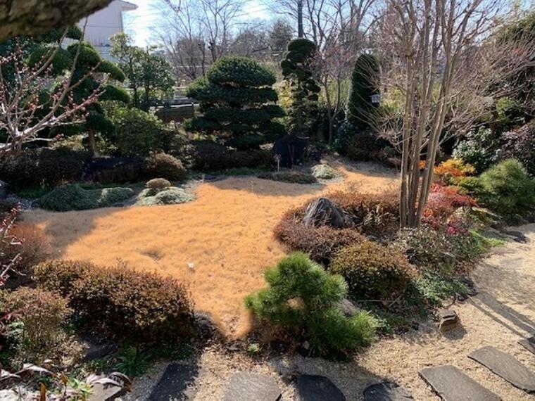 庭 管理しやすく整備された広いお庭! お庭でBBQや家庭菜園など、ご家族でのんびりとした休日を過ごせますね。