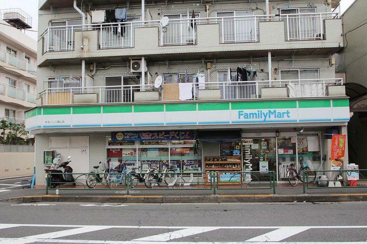 コンビニ ファミリーマートまるいし八幡山店 徒歩4分。