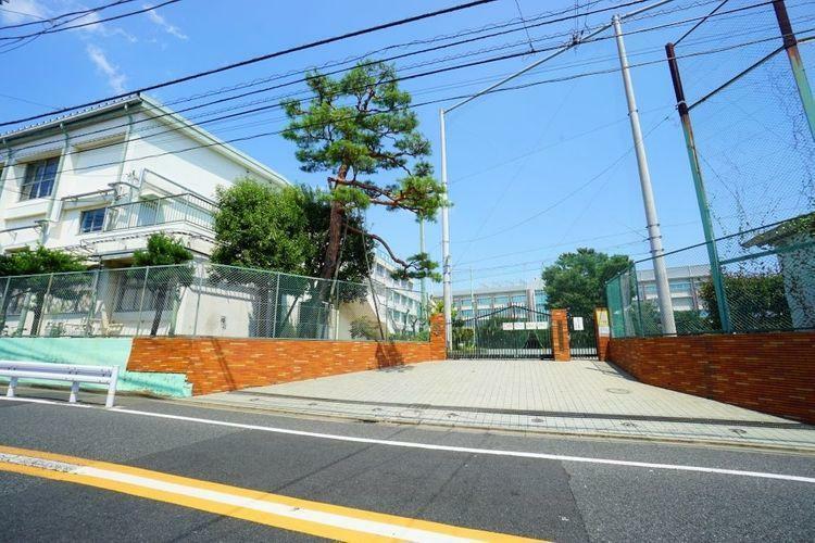 中学校 世田谷区立緑丘中学校 徒歩10分。