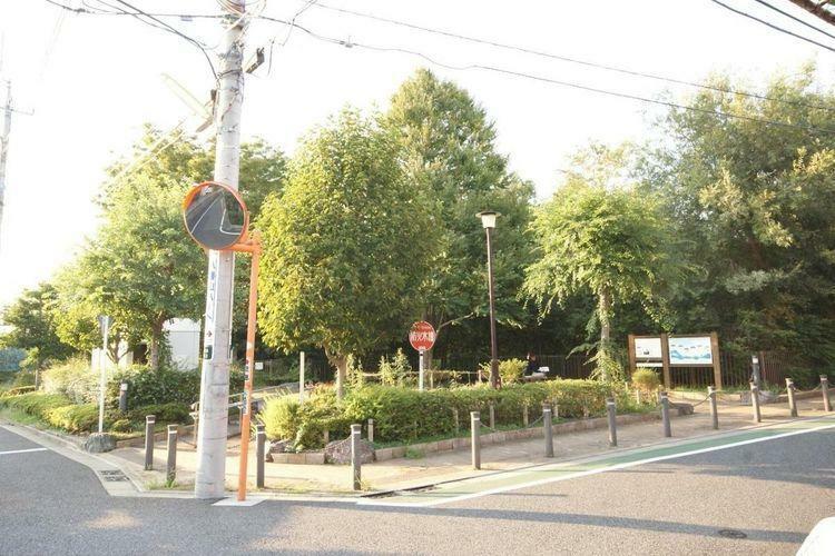 公園 八幡山かまのくち緑地 徒歩8分。