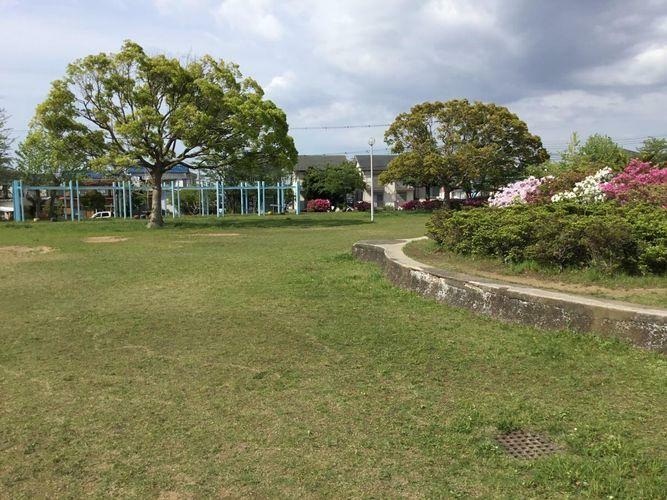 公園 清見台中央公園 徒歩8分。