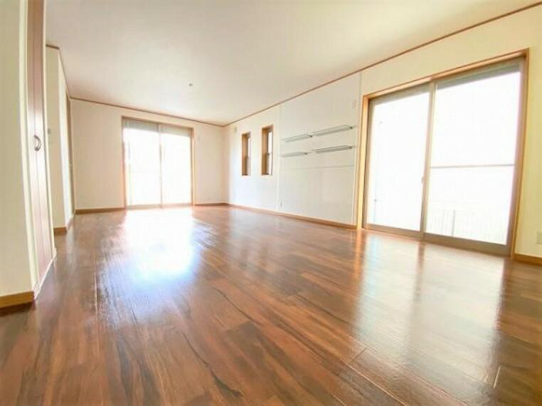 居間・リビング とても広いリビングですね!