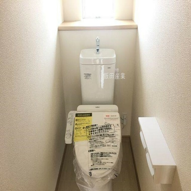 トイレ 同仕様建物のトイレ。カラーは異なることがございます。