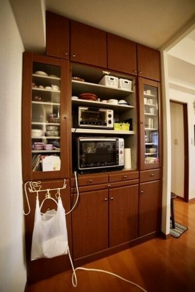 キッチン 備え付けの大容量キッチン収納!