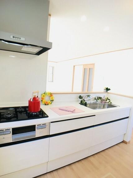 キッチン 同社施工例。実際とは異なります。
