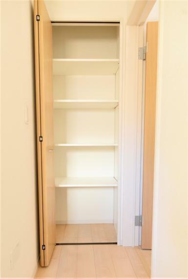 収納 サニタリー収納スペースつき。タオルや洗剤、日用品の収納に便利!