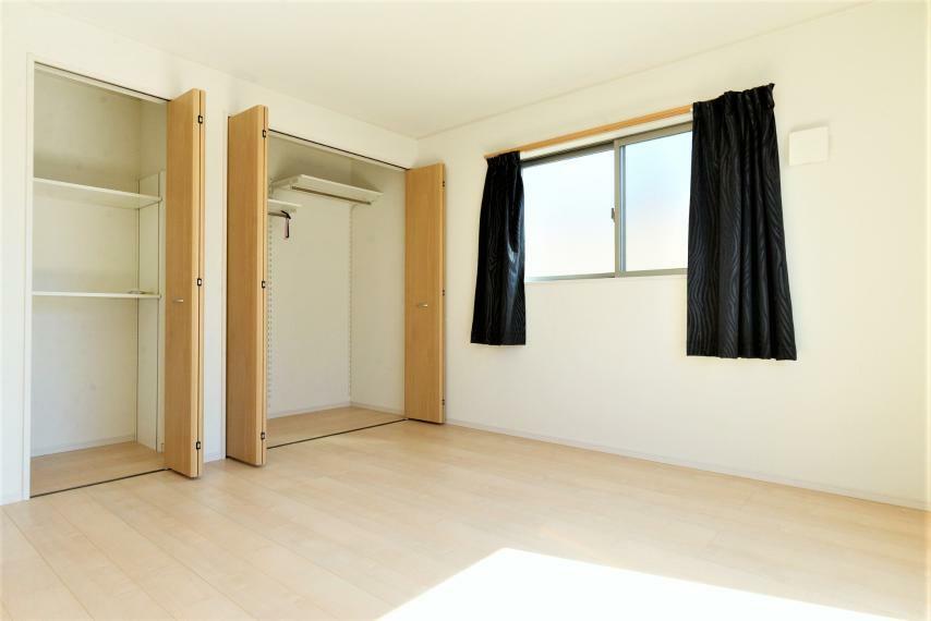 洋室 洋室。各居室、収納スペースも充実。お部屋を最大限に広くお使い頂けます。