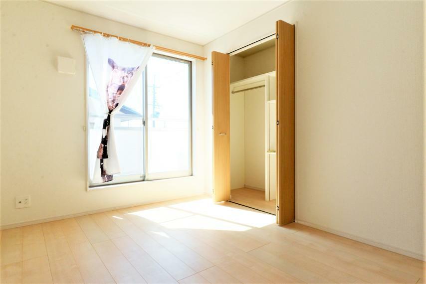 洋室 洋室。シンプルでアレンジしやすい空間。いろんなインテリアコーディネートを楽しめます。