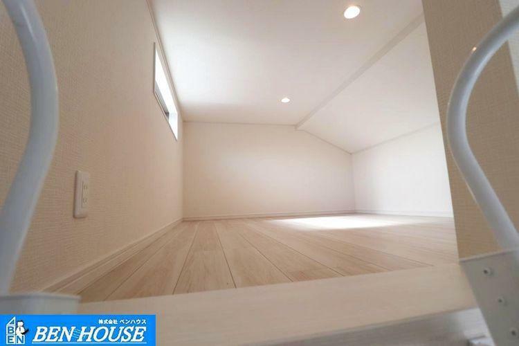 ロフトの様子 ・収納スペースとしてはもちろん、ちょっとした趣味部屋としてのスペースにもいかがでしょうか ・天井が低いスペースですが、工夫次第で、用途様々ですね ・是非ご確認ください