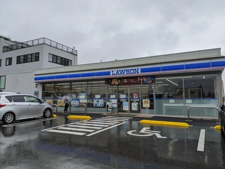 コンビニ ローソン岩槻駅西口店
