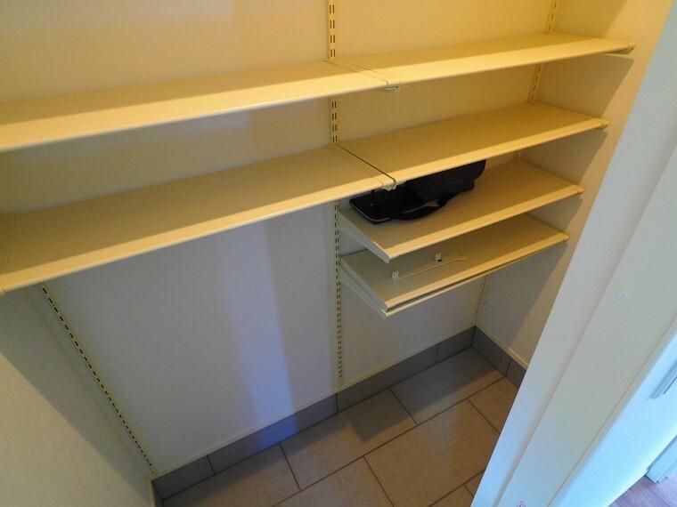 収納 たくさんの靴やアウトドア用品などスッキリ収納できるシューズクロゼット