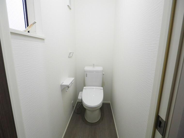 トイレ 1階2階とも温水洗浄便座  冬でも快適です