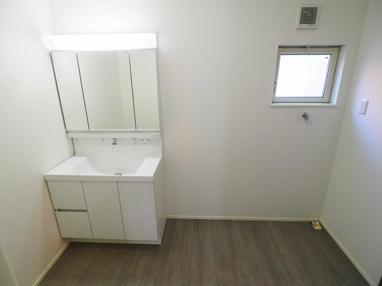 洗面化粧台 ゆとりの洗面スペースで朝の身支度もスムーズに