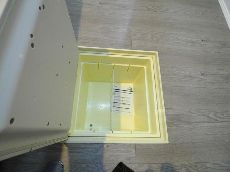 キッチン あると嬉しい床下収納!食品の保管などに便利です。