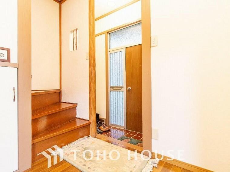 玄関 居住者の帰り、訪れる方を優しく迎えてくれる玄関です。