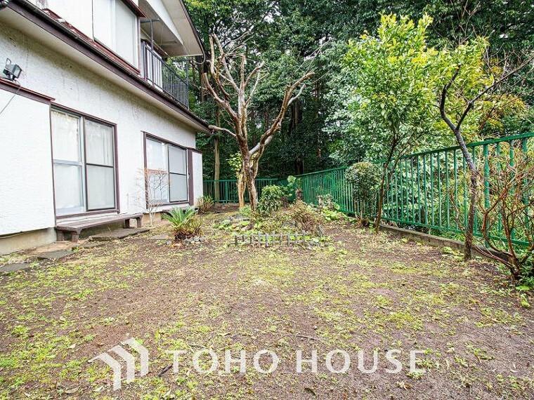 庭 広いお庭はガーデニングや家庭菜園などが楽しめそうです。