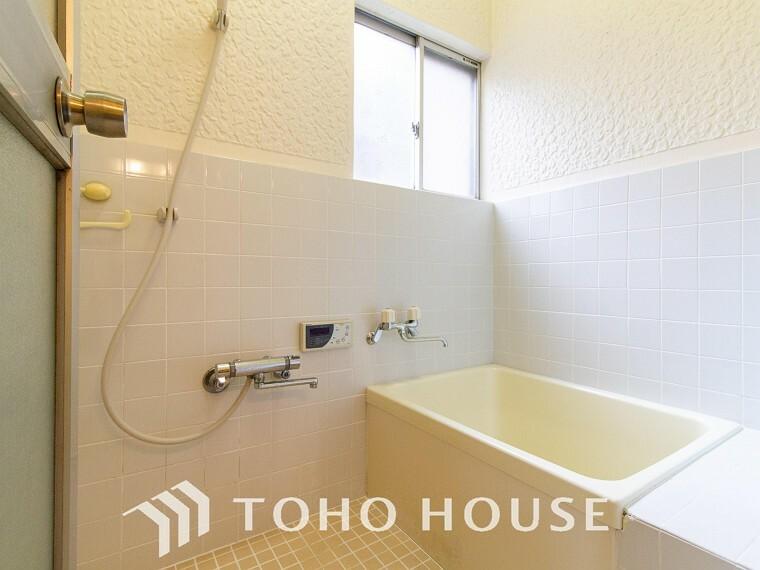 窓が付いている浴室ですので、自然換気ができ、清潔感を保ちます。