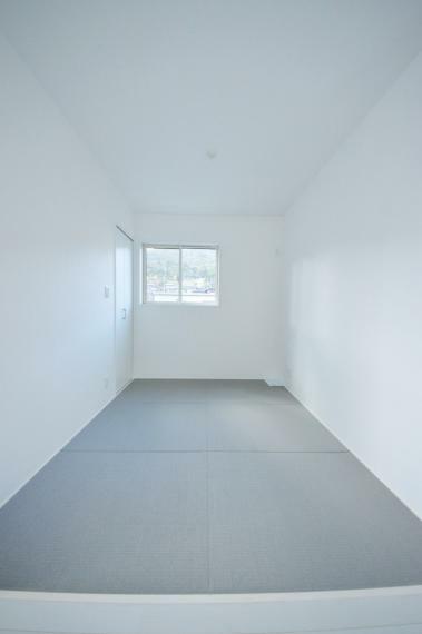 和室 リビングに併設された3.8帖の和室