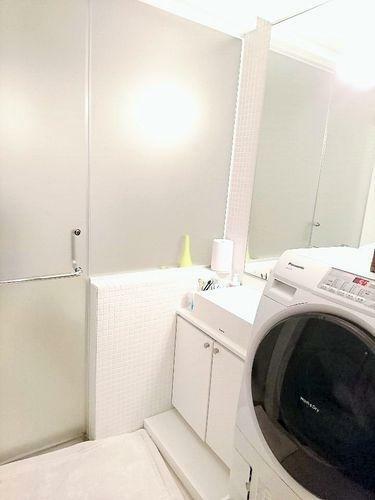 洗面化粧台 デザイン性の高い洗面化粧台。一日の始まりと終わりを心地よく演出してくれる場所です。