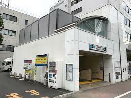 白金台駅(都営地下鉄 三田線) 徒歩16分。