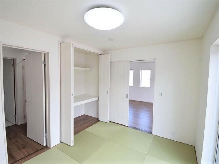B号棟:和室・・・6帖の和室は扉を開放すればダイニングと繋がります。客間としても、お子様のお昼寝スペースにも最適です。