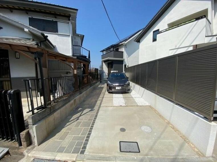 駐車場 2台まで駐車可能なカースペースです