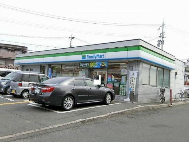 コンビニ ファミリーマート 交野星田店