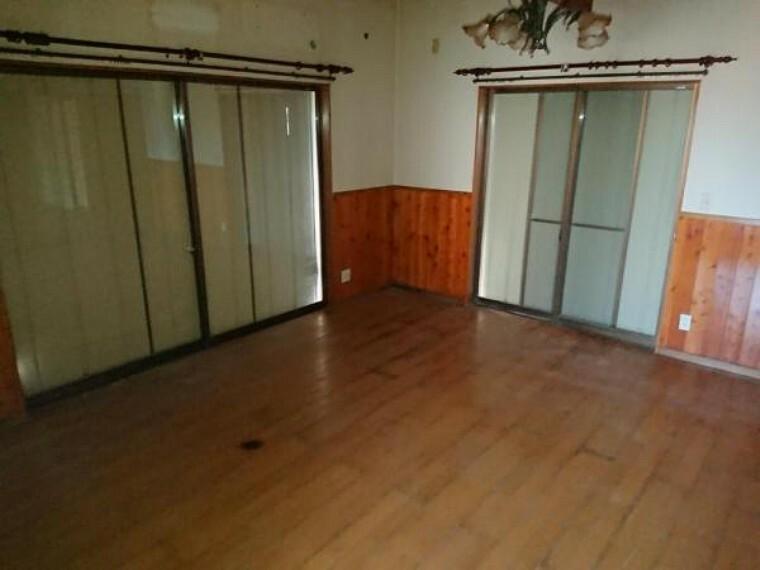 居間・リビング 【リフォーム中】リビングの写真です。南西側に位置し、日当たり良好なお部屋です。