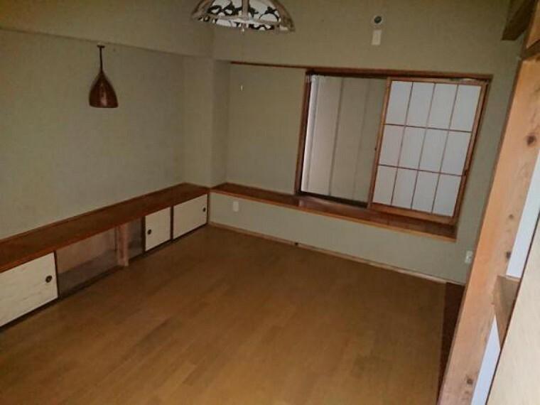 【リフォーム中】壁・天井のクロスを張替えます。明るいお部屋に生まれ変わります。