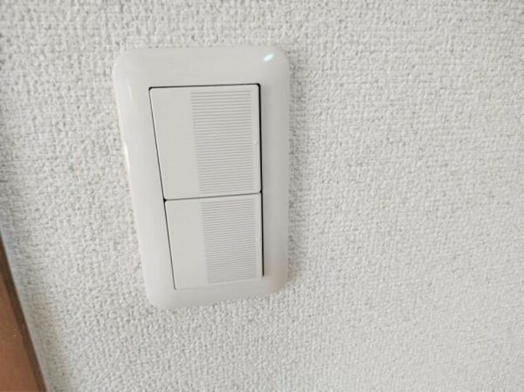 【スイッチパネル】照明スイッチは全てワイドタイプに交換しました。毎日手に触れる部分なので気になりますよね。綺麗になり、見た目もオシャレで押しやすいです。細かな箇所までリフォームしました。