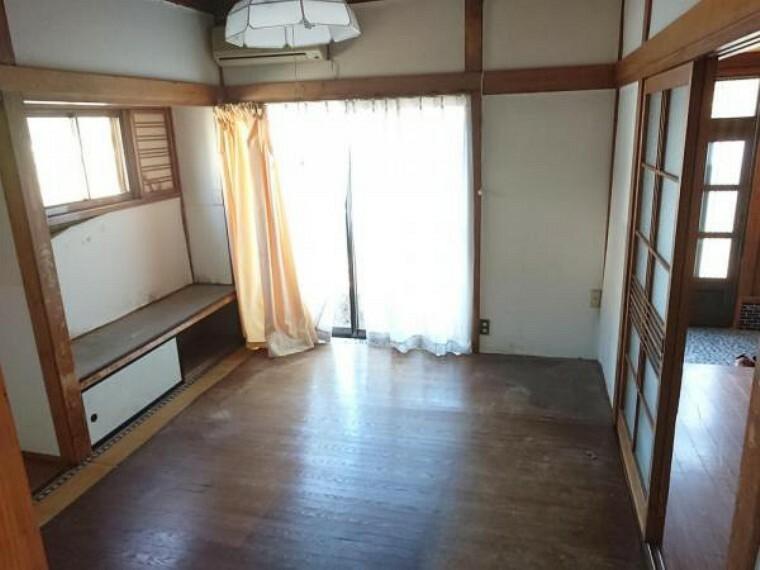 居間・リビング 【リフォーム前】ダイニングキッチンに隣接する6畳の和室の居間スペースを洋風なリビングに造り替える計画です。