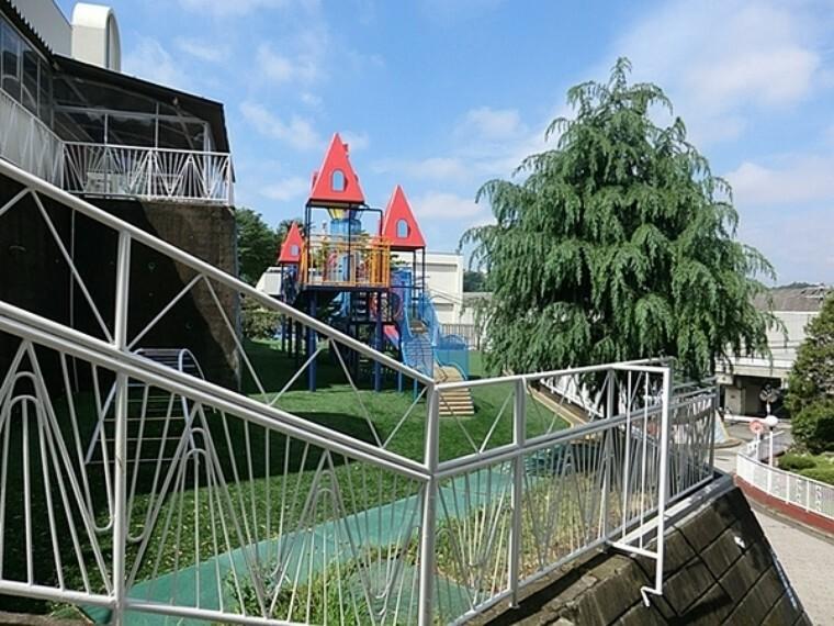 幼稚園・保育園 上星川幼稚園 1949年10月4日に現在の地に種が播かれました。保育時間:5時間 月~金曜日の週5日制 毎週水曜日は1時間短縮保育です