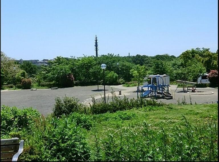 公園 仏向倉沢北公園 浄水場裏バス停下車、徒歩約20分、面積: 9,950m2. 広場が大きく、トイレも設置されている公園です