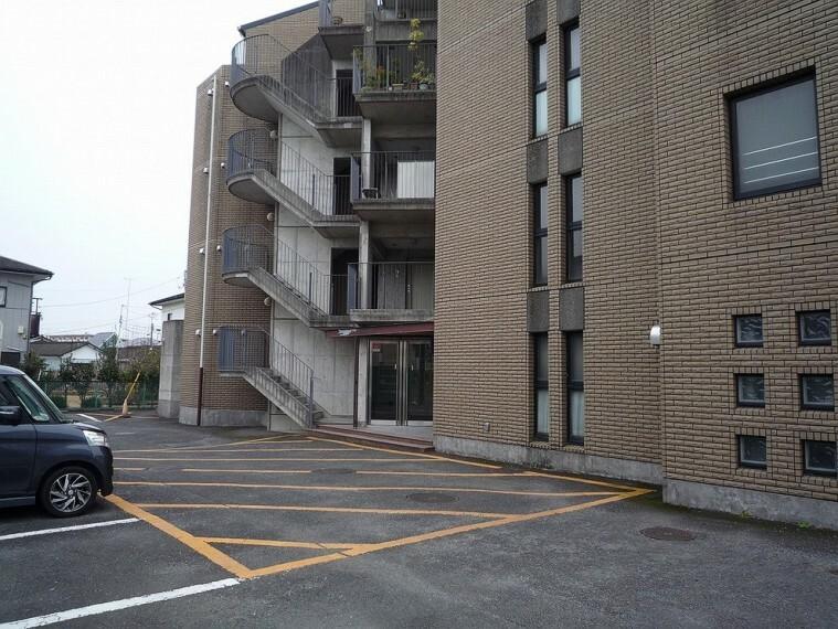 外観写真 敷地内駐車場です。空き状況はお問い合わせください。
