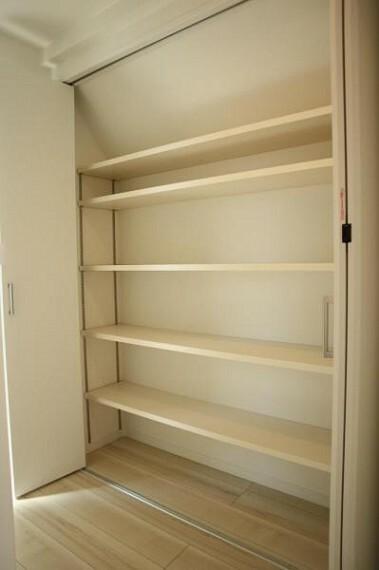 収納 清潔感のある空間を保てるよう、収納スペースを広く設けており、たくさんある服も収納できます