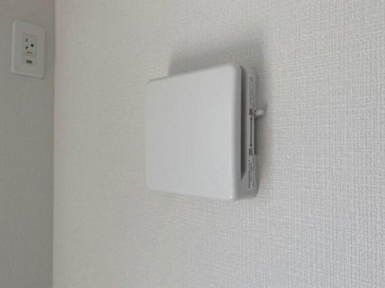 お部屋の中の空気を24時間循環・換気するシステムです。 きれいな空気を取り入れることができ、カビを発生させる結露や湿気を防ぐことに役立ちます。