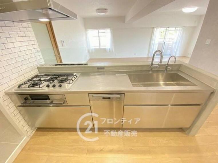 キッチン 食洗器付きシステムキッチンで後片付けも楽々!