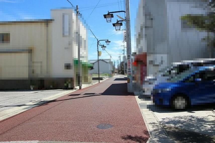 現況写真 進入口前面道路→東
