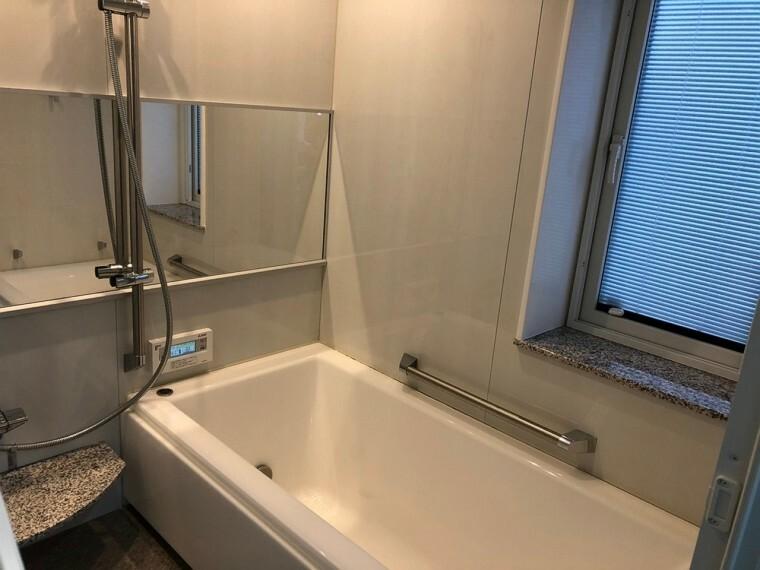 浴室 真空断熱浴槽は6時間に1度しか温度が下がらない優れもの。
