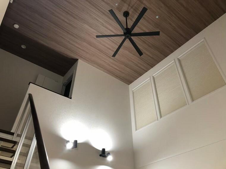 洋室 間接照明が夜をお洒落に演出いたします。