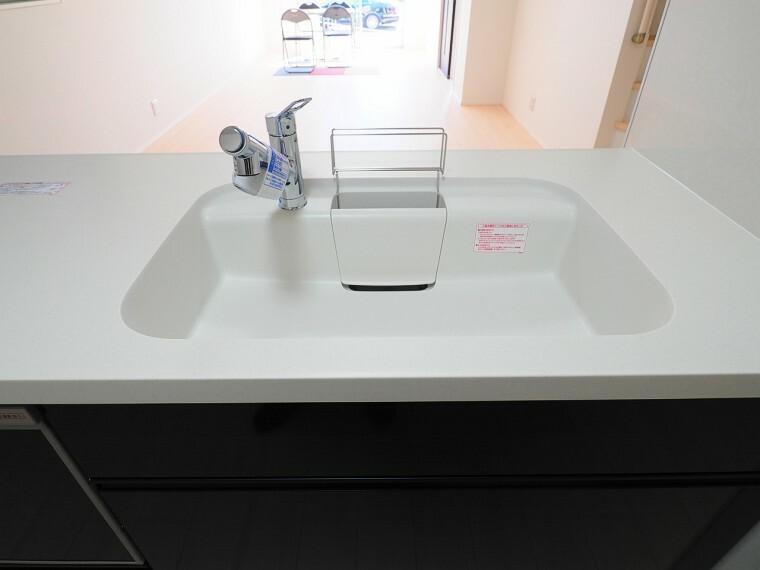 キッチン イメージ写真 シンクにはシャワーヘッドが着いていて大きい鍋やシンク掃除もらくらく