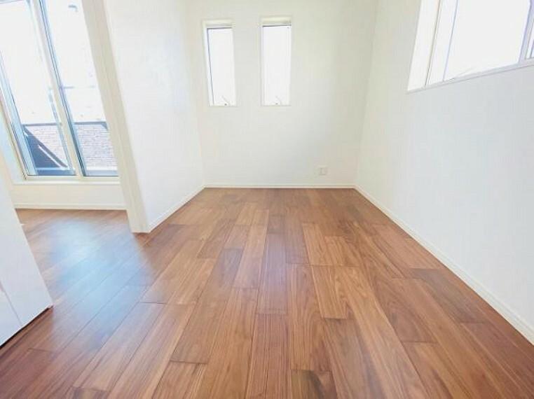 洋室 全室フローリングでお掃除やお手入れもラクラク!